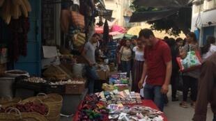 Sur un marché de Tunis, le 12 septembre 2019. Près de 15% des Tunisiens sont au chômage.