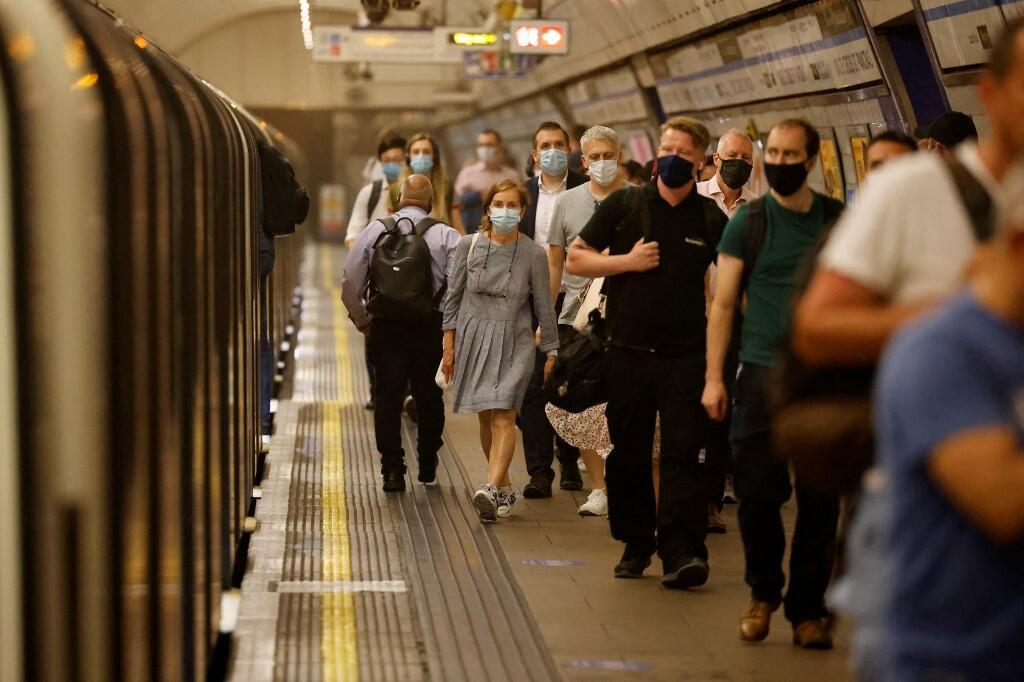 Au Royaume-Uni (ici dans le métro de Londres, le 19 juillet 2021), les ressortissants européens installés depuis des années avaient jusqu'au 30 juin pour régulariser leur situation.