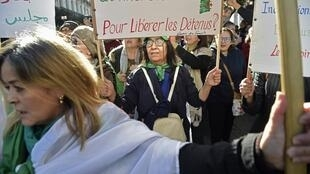 De nombreux manifestants algériens demandent toujours la libération des personnes arrêtées lors de manifestations pacifiques du mouvement du Hirak, le vendredi 17 janvier 2020.