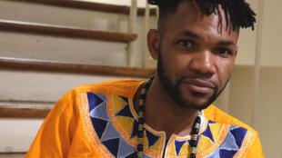 Ori Huchi Kozia, artiste-vidéaste congolais et lauréat du prix Orisha 2017 pour son œuvre « Moudoumango ».