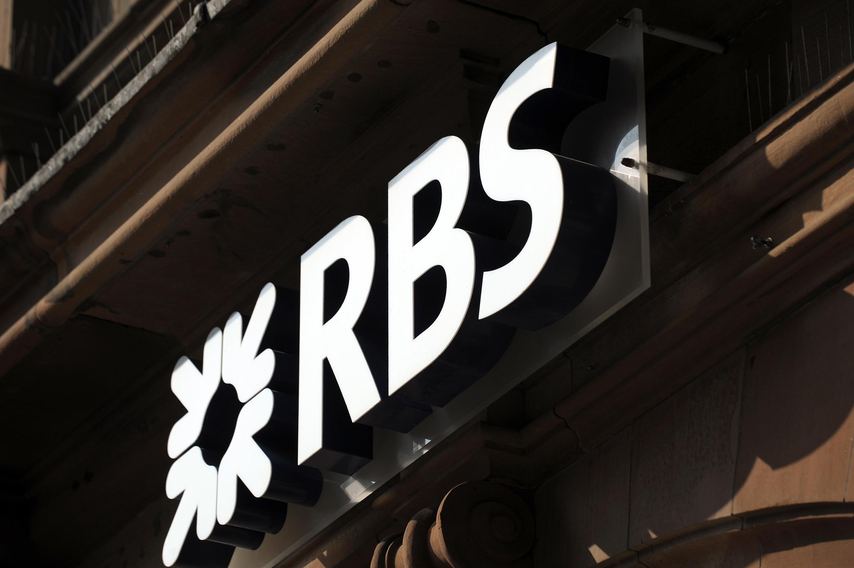 Le gouvernement britannique a donné le coup d'envoi à la privatisation de la RBS, une décision critiquée par l'opposition.