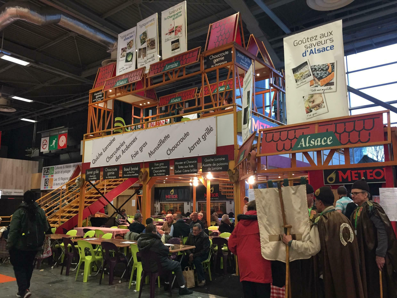 Một quầy bán thịt nguội của vùng Alsace tại Hội chợ Nông Nghiệp Paris 2018.