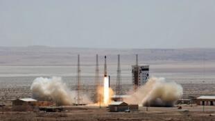 Le lanceur Simorgh a propulsé avec succès le satellite Zafar, mais n'a pas atteint la vitesse nécessaire pour le mettre sur l'orbite voulue (ici, le lanceur, le 27 juillet 2017 sur un site non divulgué par Téhéran).