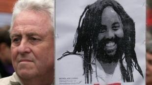 Manifestação, em Paris, em apoio a Mumia Abu-Jamal, ex-jornalista negro americano, condenado à morte.