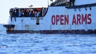 Espanha oferece solução para receber migrantes do Open Arms, mas ONG dona do barco recusa