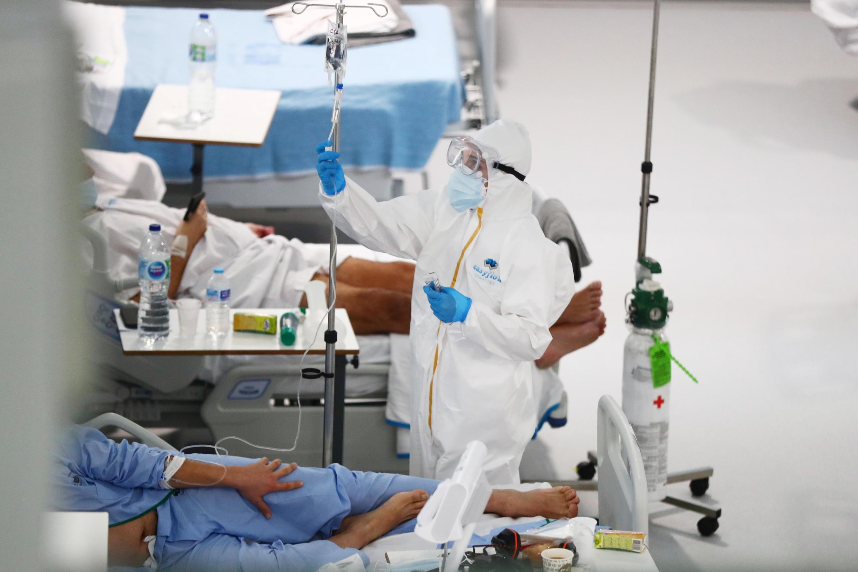Tại một phòng chăm sóc bệnh nhân Covid-19 ở bệnh viện Nurse Isabel Zendal, Madrid, Tây Ban Nha, ngày 29/01/2021.
