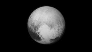 Ngày 13/07/2015. Ảnh sao Diêm Vương, gửi về từ New Horizons.
