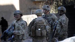 Des soldats américains non loin de Mossoul. Au moins 33 attaques ont visé soldats ou diplomates américains en Irak depuis octobre 2019.
