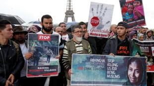 В Париже в субботу, 16 сентября, несколько сотен человек вышли на акцию в поддержку мусульманского меньшинства рохинджа