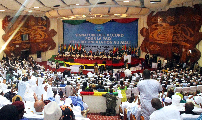 Le 15 mai dernier, le Mali organisait en présence d'une dizaine de chefs d'Etat africains et plus de 20 pays représentés, la signature officielle de l'accord de paix d'Alger, en l'absence de certaines composantes de la CMA.