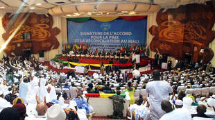 Le Mali organisait samedi, en présence d'une dizaine de chefs d'Etat africains et plus de 20 pays représentés, la signature officielle de l'accord de paix d'Alger. Bamako, le 15 mai 2015.