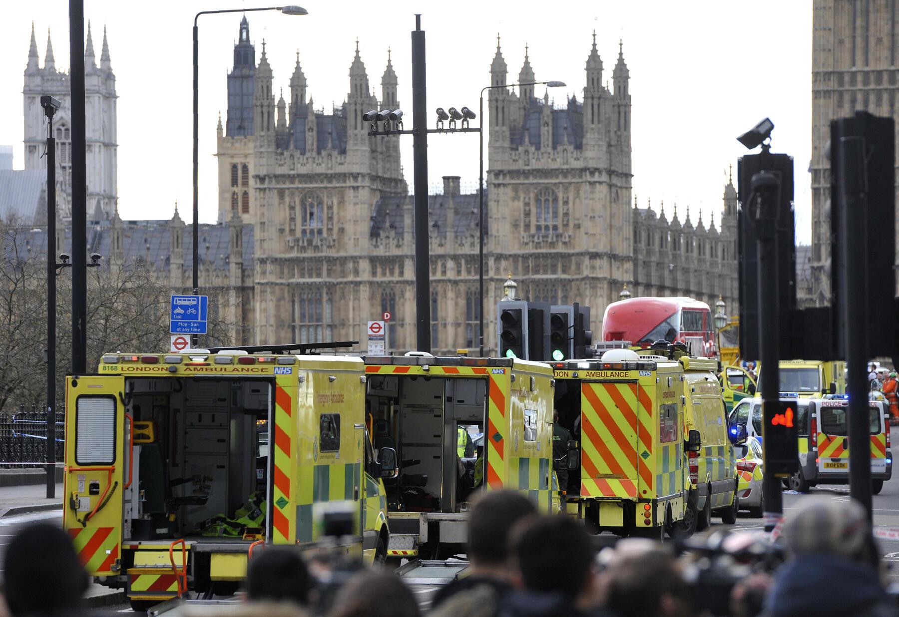 Idara mbalimbali za dharura wako kwenye daraja la Westminster mjini London, baada ya shambulizi la tarehe 22 Machi, 2017.