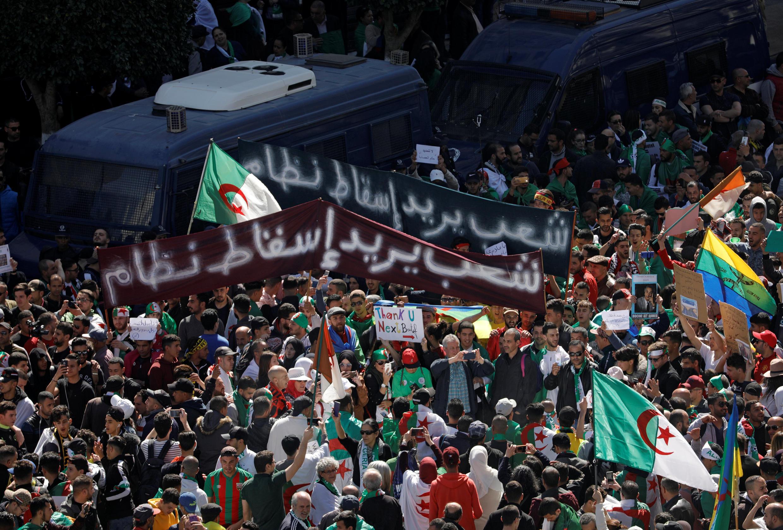 Maandamano dhidi ya uamuzi wa rais Abdelaziz Bouteflika wa kuahirisha uchaguzi na kuongeza muda wa muhula wakewa nne, Algiers Machi 15, 2019.
