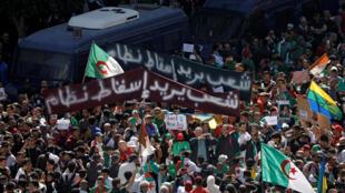 Manifestation contre la décision du président Abdelaziz Bouteflika de reporter les élections et de prolonger son quatrième mandat, à Alger, le 15 mars 2019.