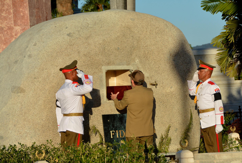 Le président cubain Raul Castro, 85 ans, inhume les cendre de son frère aîné Fidel. Santiago de Cuba, le 4 décembre 2016.