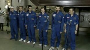 Fin de la mission Mars 500 pour ses volontaires, le 4 novembre 2011 à Moscou.