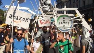 """No dia seguinte da """"greve global do clima"""" histórica, os ativistas franceses voltram às ruas de Paris neste sábado, 21 de setembro de 2019, para denunciar a inércia do poder público ante a urgência climática."""