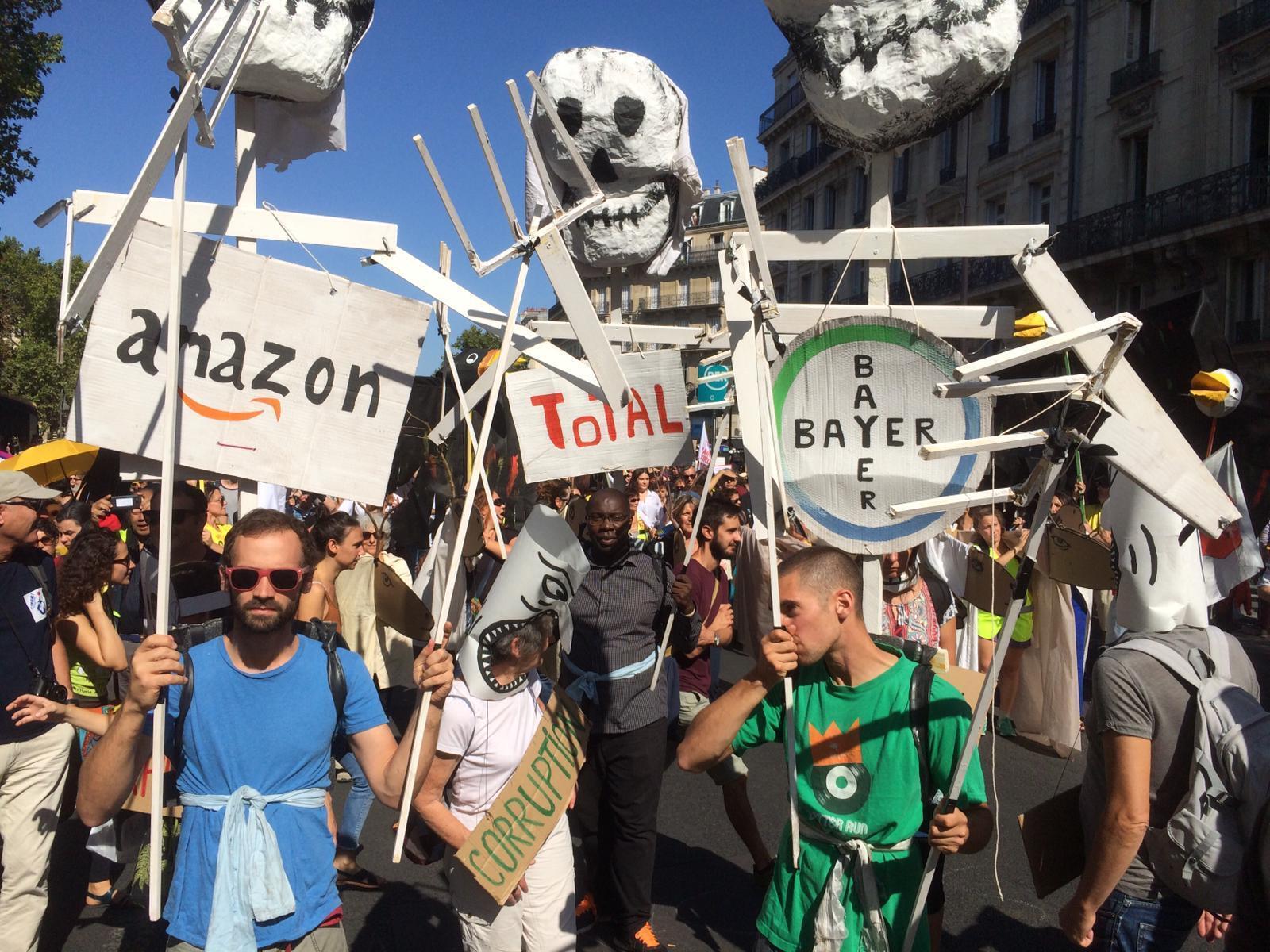 Les manifestants parisiens entendent maintenir la pression sur le gouvernement, au lendemain d'une «grève mondiale pour le climat» historique.