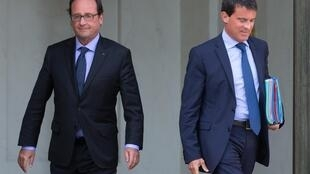 President François Hollande (L) and Prime Minister Manuel Valls strongly criticized the visit of four French MPs to Syria on Thursday 26 February 2015.