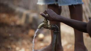 Plus d'un milliard de personnes dans le monde sont exclues d'un approvisionnement en eau potable.