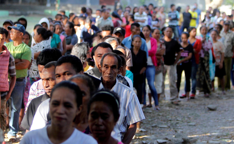 Fila de timorenses que votaram a 12 de maio nas legislativas que dão vitória à AMP de Xanana Gusmão