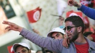 Partidarios del candidato de Nida Tounes, Béji Caïd Essebsi, favorito, durante la campaña electoral en Túnez