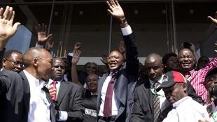 Uhuru Muigai Kenyatta na wafuasi wake wakisherekea ushindi alioupata