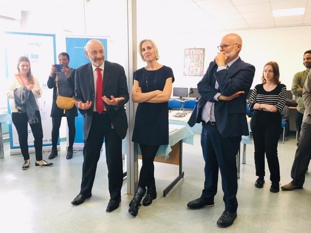 Giám đốc Đại học Paris 13 (trái), giám đốc trung tâm ngoại ngữ Espace Langues (giữa) và và đại diện cơ quan liên bộ phụ trách công tác đón nhận người tị nạn phát biểu trong lễ trao bằng tiếng Pháp, ngày 14/06/2019.