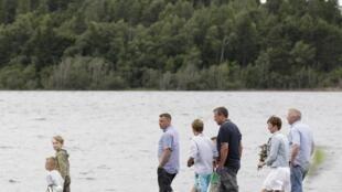 Parentes e convidados das vítimas e sobreviventes do massacre de Utoya voltam à ilha um ano depois, neste 22 de julho.