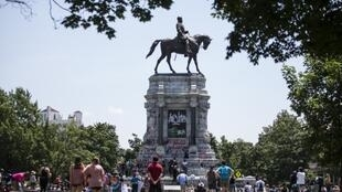 La statue équestre du général Lee, installée depuis 1890 en plein de cœur de Richmond.