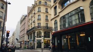 """Một góc phố Thiên Đường (rue de Paradis), phố thí điểm """"không rác thải"""", quận 10, Paris."""