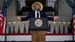Rais wa Marekani Donald Trump akihutubia hadhira iliyokusanyika kwa mkutano wa chama cha Republican huko Charlotte kutoka Ikulu ya White House, Agosti 27, 2020.