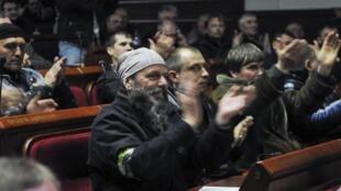 Собрание пророссийских активистов в здании областной администрации Донецка 07/04/2014