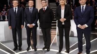 Năm ứng cử viên tham gia tranh luận trên đài TF1 ( từ trái sang phải ): François Fillon, Emmanuel Macron, Jean-Luc Mélenchon, Marine Le Pen, Benoit Hamon.