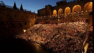 La Cour d'honneur du Palais des Papes du Festival d'Avignon.