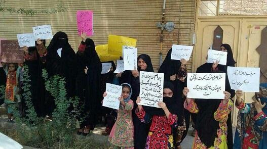 تجمع مردم ایرانشهر در اعتراض به تجاوز گروهی به دختران این شهر