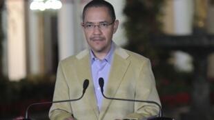 O ministro das Comunicações da Venezuela, Ernesto Villegas, durante anúncio sobre a gravidade do estado de saúde de Chávez, ontem à noite.