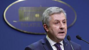 Le ministre roumain de la Justice Florin Iordache lors de son discours après sa démission, ce jeudi.
