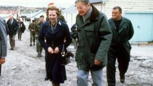 Margaret Thatcher lors d'une visite surprise aux îles Malouines en janvier 1983.