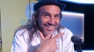 Minino Garay en los estudios de RFI