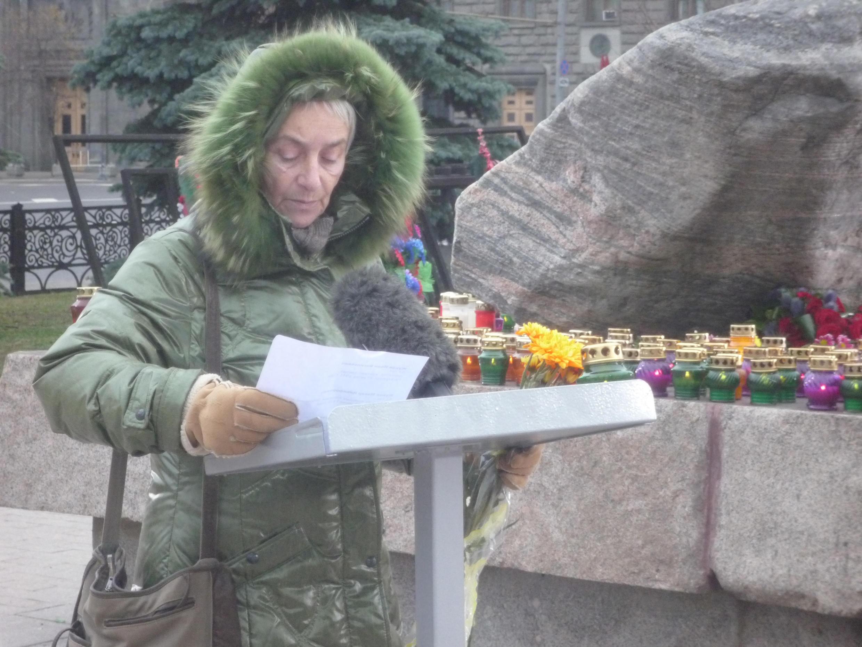 Чтение имен людей, расстрелянных в сталинские годы (читает Маша Слоним)