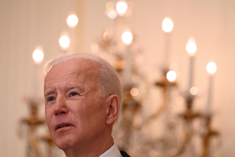 """El presidente Joe Biden sugiere una iniciativa de """"los Estados democráticos"""" para rivalizar con los multimillonario proyectos de infraestructura financiados por China en un centenar de países"""