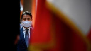 El primer ministro italiano Giuseppe Conte espera obtener un mandato del presidente, Sergio Matterella, para intentar formar un nuevo gobierno