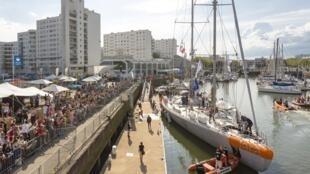 La goleta Tara a punto de zarpar del puerto francés de Lorient, el pasado 28 de mayo de 2016.