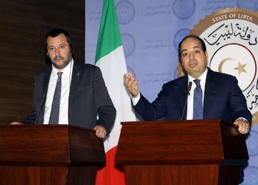 O ministro do Interior da Itália, Matteo Salvini (esquerda) e o vice-primeiro-ministro da Líbia, Ahmed Maiteeq, durante coletiva na capital Trípoli em 25 de junho de 2018.