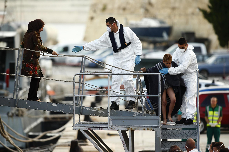 Des rescapés du naufrage du 11 octobre sont débarqués à Malte.
