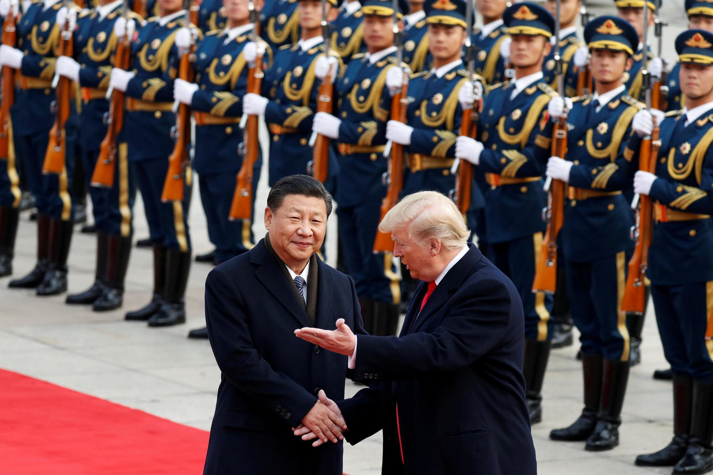Thời kỳ trăng mật Trump-Tập đã qua, bây giờ là cuộc chiến tranh lạnh mới. Ảnh tư liệu chụp ngày 09/11/2017 khi tổng thống Mỹ Donald Trump thăm Bắc Kinh.