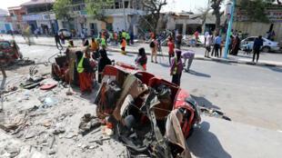 Explosão em Mogadíscio atingiu prédios e veículos estacionados na região.