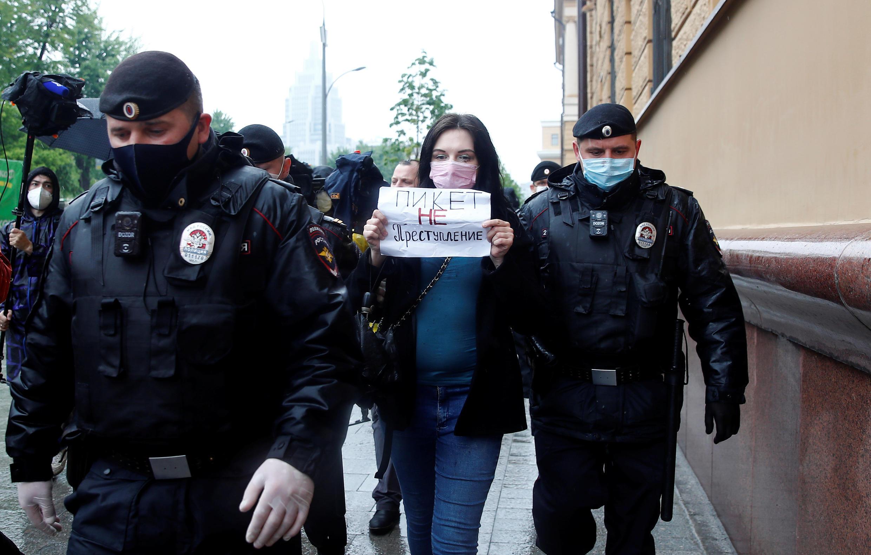 2020-05-29T000000Z_50847545_RC2DYG9UFE9N_RTRMADP_3_RUSSIA-POLITICS-JOURNALIST-PROTESTS
