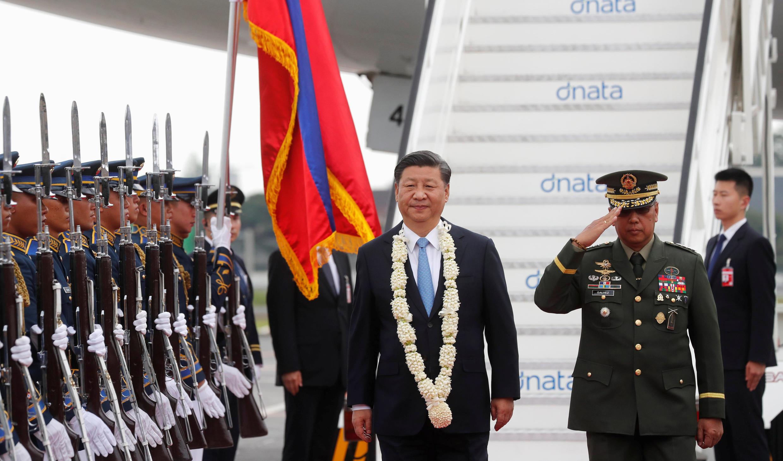 Chủ tịch TQ Tập Cận Bình được tiếp đón trọng thể tại sân bay Manila, ngày 20/11/2018.
